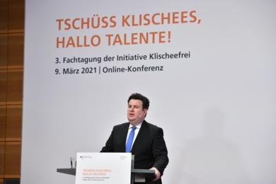 Hubertus Heil auf dem Podium