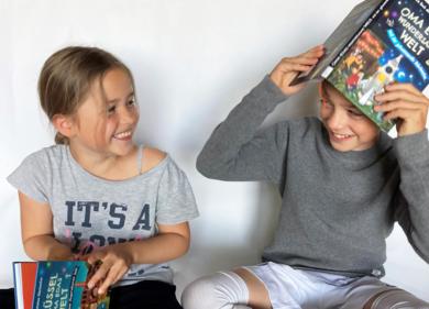 Kinder mit Büchern